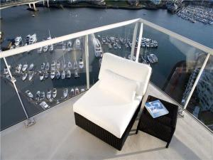 vancouver-aquarious-penthouse-view-of-harbor